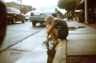 alone-girl-lonly-lost-favim-com-614038